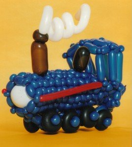 train-balloon-art-big-roast